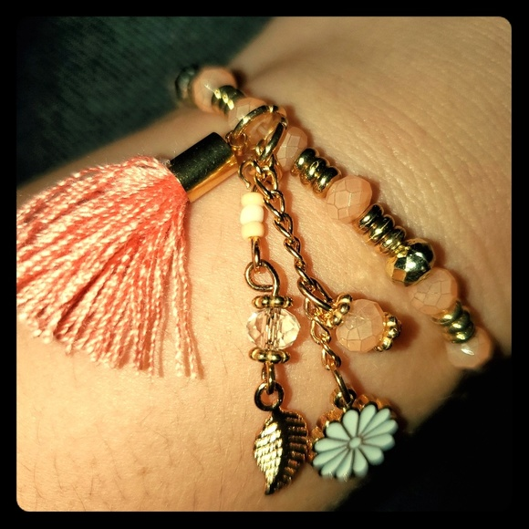Jewelry - Gold bracelet with peach accents